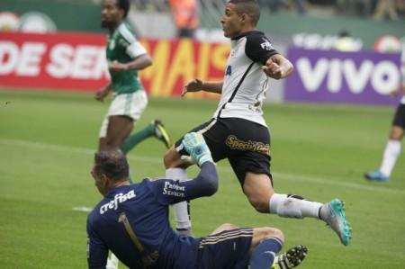 jovem_lateral_marcou_seu_primeiro_gol_contra_o_w8